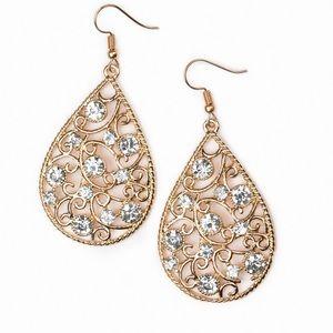 Earrings, rings, earrings and necklaces set